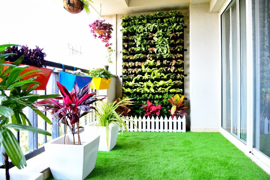 balcony with lawn